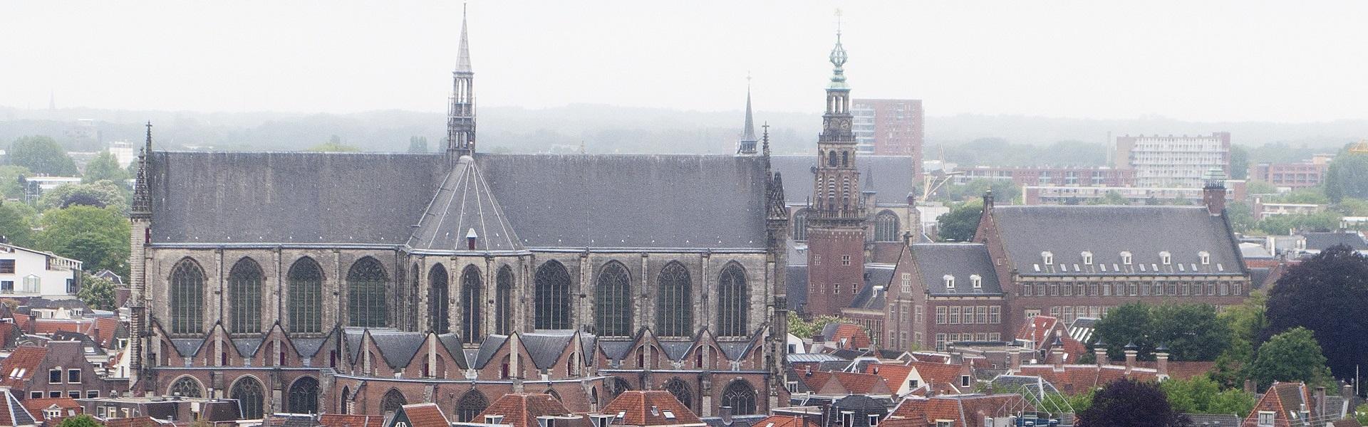ronje om de kerk leiden